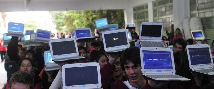 Vuelve Conectar Igualdad: además de computadoras, el Gobierno planea entregar celulares
