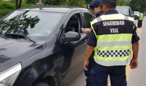Desplazan del cargo al funcionario que trató de «negros de mierda» a policías durante un control